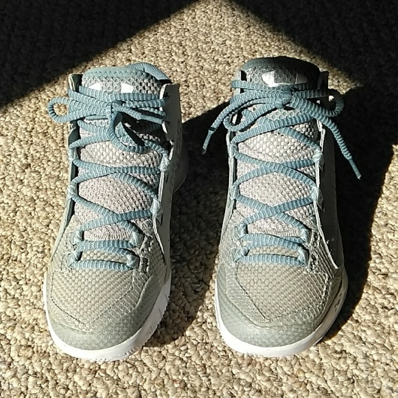 a3722658 UNDER ARMOUR WOMEN TORCH FADE MESH CHARGED SIZE6.5